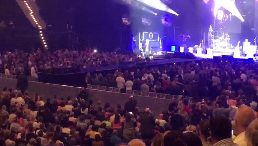 John Ment macht die Ansage für Dieter Bohlen in der Barclaycard Arena